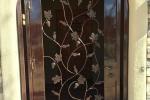 Tuscan Vineyard style iron gate : enclosure
